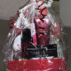 Victoria's Secret Gift Set for Sale in San Bernardino, CA