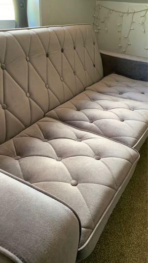 Small couch color: lavender for Sale in Salt Lake City, UT