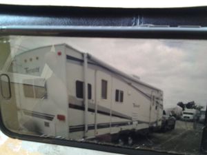 Fleetwood Terry Travel Trailer 28 ft for Sale in Pico Rivera, CA