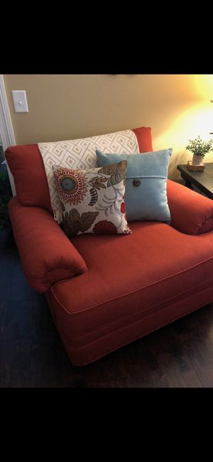 Like new oversized chair. Custom made from Haverty's for Sale in Gallatin, TN