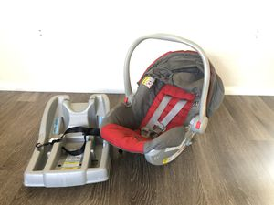 Graco car seat with base for Sale in Las Vegas, NV