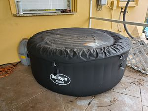 SaluSpa Inflatable Hot Tub for Sale in Margate, FL