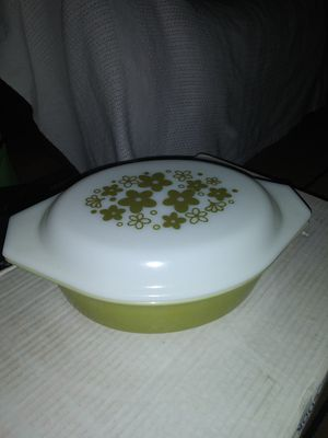 Pyrex Spring Blossom 1 Qt Green Divided Casserole Dish with Lid White Daisy Flowers for Sale in Palmdale, CA