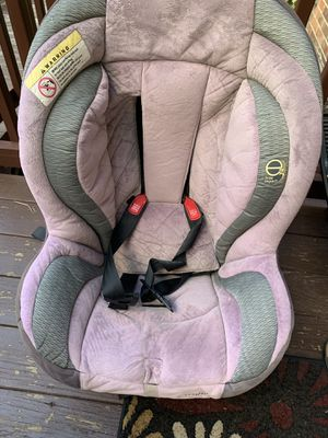 Car seat lays all way down for comfy of child for Sale in West Allis, WI