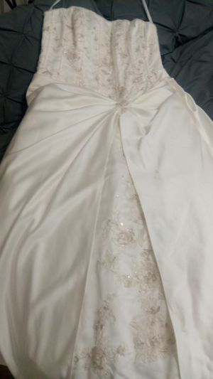 Wedding dress brand new size 20 my cell {contact info removed} Leo. Best offer for the Lucky Queen regular price 800 dollars but asking 300 for Sale in Stone Mountain, GA