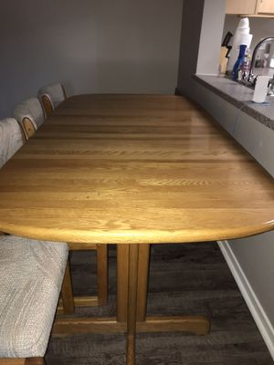 Free dining room table and 4 chairs!! for Sale in Roseville, CA