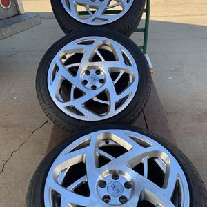 """Jnc 18"""" wheels, 5x105 bolt pattern, fits on Chevy sonic, Buick Encore and Chevy Cruze-not the diesel model with tires for Sale in Oldsmar, FL"""