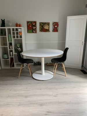 """Round kitchen table - 46.5"""" for Sale in Hilliard, OH"""