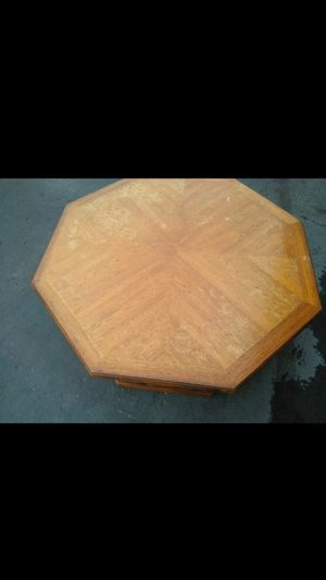 Round coffee table for Sale in Detroit, MI