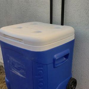 Igloo 60 Qt. Ice Cube Roller Cooler Hielera De 57 Litros for Sale in Anaheim, CA