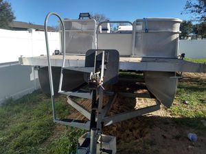 20' Pontoon boat with galvanized trailer for Sale in Clermont, FL