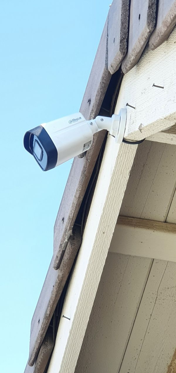 Security Cameras • Camaras de Seguridad
