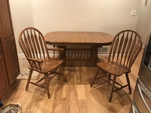 Oak Table & 6 chairs solid wood with leaves for Sale in Kansas City, KS