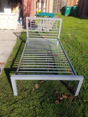 Metal twin bed frame for Sale in Stockton, CA