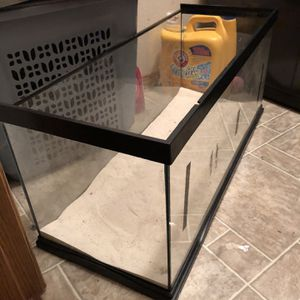 20 Gallon Aquarium With Sand Great Shape Used For 6 Months for Sale in Vancouver, WA