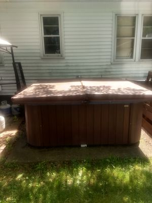 Gulf coast spa luxury series hot tub for Sale in WILOUGHBY HLS, OH