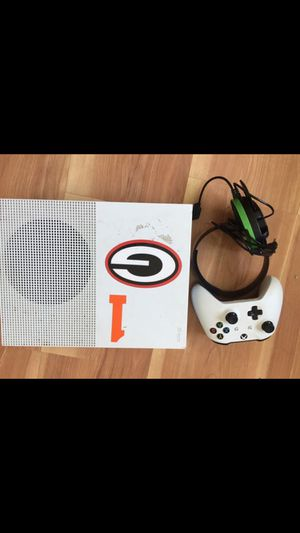 Xbox 1x for sale NEED GONE ASAP! for Sale in Portland, OR