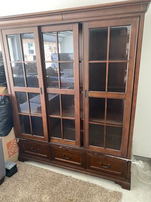 Solid wood, lighted china cabinet! for Sale in Hockley, TX