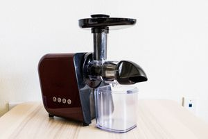 Koios Masticating Juicer - Red and Black for Sale in Los Angeles, CA