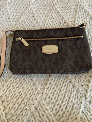 Michael Kors Wristlet wallet for Sale in Gilroy, CA