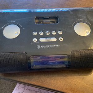 Element EIPC201 Clock Radio Alarm Portable Speakers With Dock For iPod Black EIPC201 for Sale in Morrisville, PA