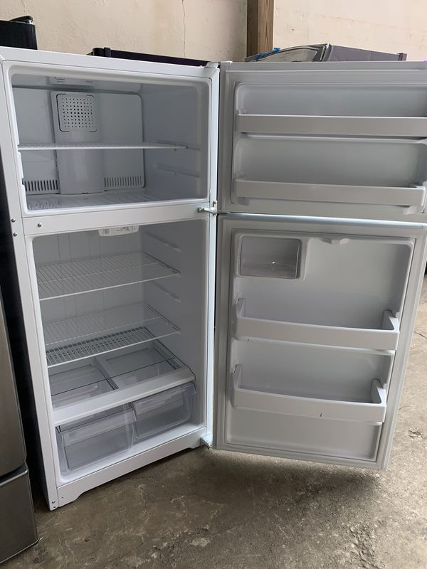 HOTPOINT top freezer refrigerator in excellent conditions with 4 months warranty