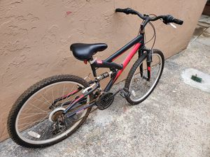 Front wheel has a flat tire for Sale in Oceanside, CA