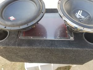 2 subwoofer 12 inchs and box for Sale in Hanford, CA