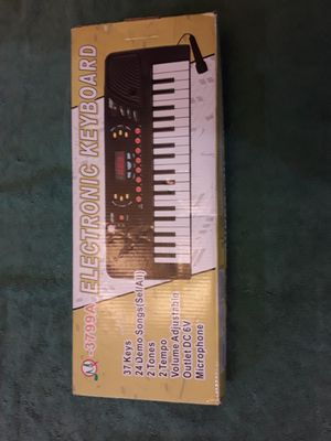 Electronic Keyboard 3799A w/Mic, Great For Circuit Bending for Sale in Chandler, AZ
