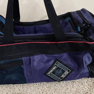 "25"" Long 12"" Tall 12""Wide Black Duffel Bag Like New $13 for Sale in McCordsville, IN"