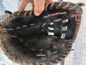 Mizuno 1st basemen softball glove for Sale in Los Angeles, CA