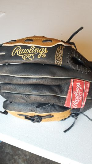 Rawlings youth baseball or softball glove for Sale in Avondale, AZ