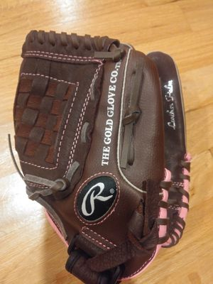 Rawlings softball glove for Sale in Kenmore, WA