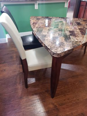 Eat in kitchen table and chair set (used but in good condition) for Sale in Kissimmee, FL