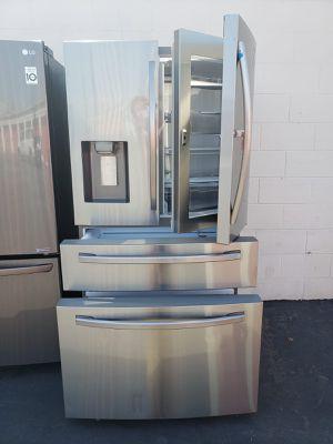 Refrigerador Samsung counter depth with showcase door for Sale in Gardena, CA