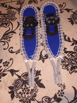 3 foot 3 inch long 8 inch wide snow shoes for Sale in Federal Way,  WA