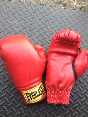 Boxing gloves for Sale in Jacksonville, FL