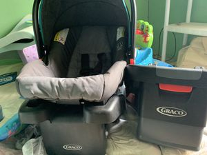 Graco infant car seat for Sale in Cumberland, OH