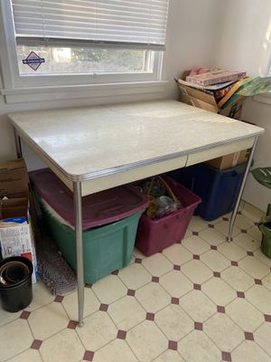 Vintage Kitchen Table for Sale in Bakersfield, CA