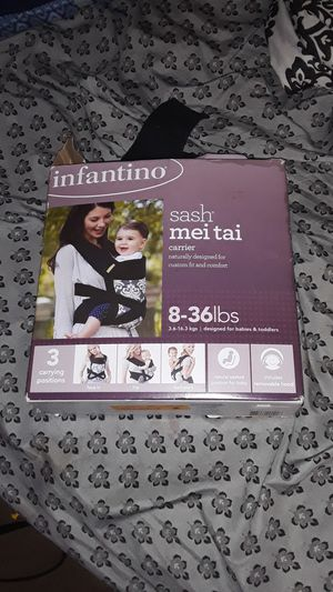 Infantino sash Mei Tai for Sale in St. Louis, MO