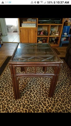 GLASS TOP END TABLE ( RUG NOT FOR SALE ) for Sale in St. Louis, MO