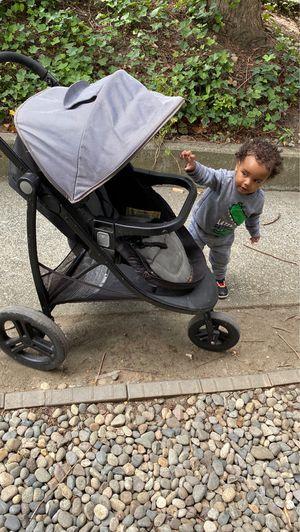 Graco snug ride /snug lock 30 car seat stroller set for Sale in Tukwila, WA