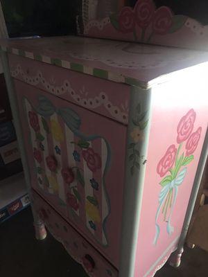 Little dresser for Sale in Ontario, CA