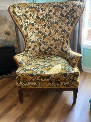 Antique Chair for Sale in Fuquay-Varina, NC