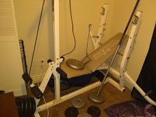 Weight bench with bar and 125lbs worth weights for Sale in Wichita, KS