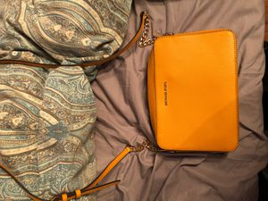 Michael kors yellow crossbody for Sale in Collierville, TN