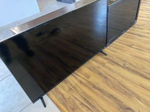 Vizio 42, Samsung 32+ TVs. Coffee table and floor lamp for Sale in Las Vegas, NV