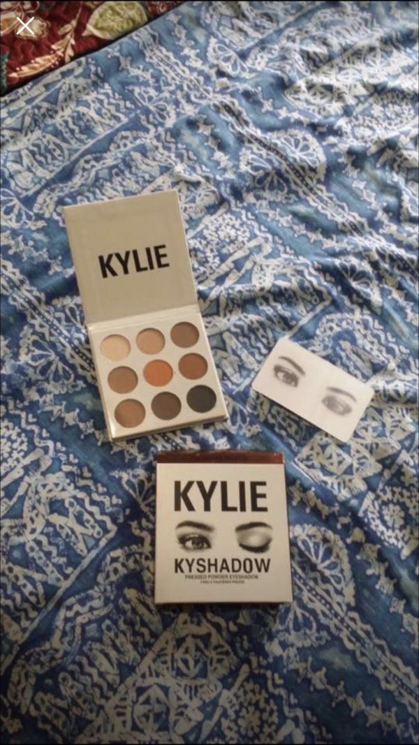 Kylie Jenner kyshadow makeup