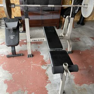 Workout Bench W/ Barbell & 220 Pounds of Weights for Sale in Tacoma, WA