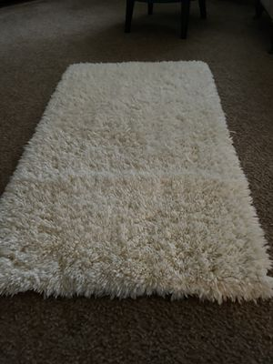 Ivory colored soft furry rug for Sale in Reedley, CA